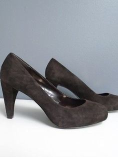 29.67$  Buy here - http://viyuh.justgood.pw/vig/item.php?t=wh7x6o934713 - ANN TAYLOR LOFT Brown Suede Round Toe Slip On Basic Pump Heels Sz 8 B3013 29.67$