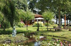 Sfeervol vrijstaand vakantiehuis zeer rustig gelegen in een parkachtige omgeving.Hoewel Paradijs in Bergen zich aan de rand van Bergen bevindt is het slechts 15 minuten lopen naar het gezellige centrum van Bergen.