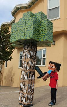 Lifesize Minecraft Tree - Instructions on how to make your own! you could have a pretty sweet Minecraft party with these! Minecraft Tree, Minecraft Room, Cool Minecraft Houses, Minecraft Crafts, Minecraft Skins, Minecraft Buildings, Minecraft Christmas, Minecraft Bedroom Decor, Minecraft Furniture