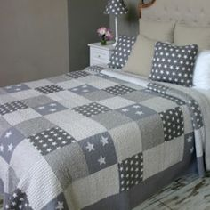 Antique Grey Stars and Striped Quilted Bedspread Black And White Quilts, King Size Quilt, Grey Quilt, Quilted Bedspreads, Patchwork Quilting, Boy Quilts, Baby Kind, Quilt Bedding, Bed Throws