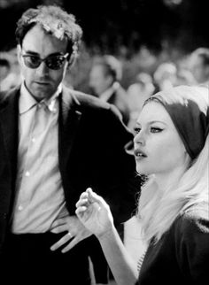 Jean-Luc Godard & Brigitte Bardot on the set of the film Le Mépris. Brigitte Bardot, Bridget Bardot, Catherine Deneuve, Classic Hollywood, Old Hollywood, Alberto Moravia, French New Wave, Gena Rowlands, Fritz Lang