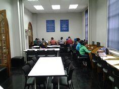 Zona de estudio y trabajo al interior de biblioteca. #escueladecomerciodesantiago #bibliotecaccs