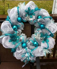 Silver, white and turquoise winter deco mesh wreath. Silver, white and turquoise winter deco mesh wreath. Wreath Crafts, Diy Wreath, Christmas Projects, Christmas Crafts, Christmas Ornaments, Tulle Wreath, White Wreath, Wreath Making, Wreath Ideas