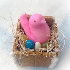 How to use a Peep to make a bird's nest place setting for #Easter.