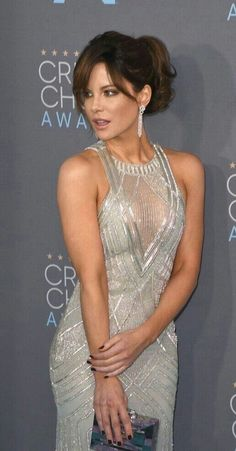Kate Beckinsale in a sheer cleavage dress - Kate Beckinsale Sexy Legs and Great Curves Kate Beckinsale Hot, Kate Beckinsale Pictures, Underworld Kate Beckinsale, Beautiful Celebrities, Beautiful Actresses, Most Beautiful Women, British Costume, Pearl Harbor, Hollywood