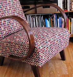 Křeslo z let / barevný chevron / Keporkak. Funky Furniture, Furniture Upholstery, Art Deco Chair, Victorian Decor, Cute Home Decor, Slipcovers For Chairs, Cool Rooms, Home Decor Accessories, Retro