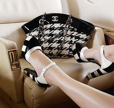 Black & White shoes and Chanel handbag, I love this picture!