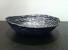Bol / coupe en papier maché - Fait main - Décor rayures argentées sur fond noir