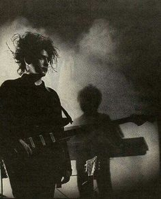 The Cure. I love that Simon loves The Cure soooo much, and yet he loves me even more. Pop Rock, Rock And Roll, Arte Punk, Goth Bands, Robert Smith The Cure, Goth Music, Into The Fire, Gothic Rock, Post Punk