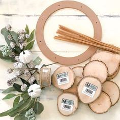 Looking to make a wreath to match your rustic decor? Check out how I made this super easy wood slice wreath for fall! Wood Slice Crafts, Wooden Wreaths, Door Wreaths, Wood Circles, Natural Christmas, Farmhouse Christmas Decor, Diy Wreath, Wreath Fall, Wood Slices
