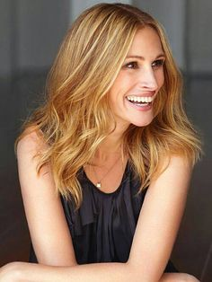 Look at Julia Roberts. Famous Celebrities, Beautiful Celebrities, Beautiful Actresses, Beautiful People, Celebs, Divas, Different Blond, Eric Roberts, Julia Roberts Hair