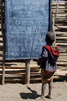 School in Maasai dorpje in Tanzania ♥ www.jsimens.com - helping families worldwide