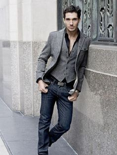 men's gray tweed vest and blazer with black button down shirt and jeans | Men: How To Look Effortlessly Stylish | www.divinestyle.co