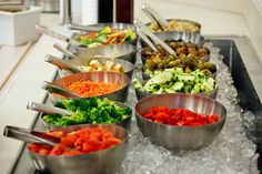 Taco bar ideas people can make tacos nachos taco salads etc and not get sup Taco Bar, Nacho Taco, Antipasto, Salad Buffet, Taco Salat, Healthy Dinner Recipes, Cooking Recipes, Catering Food, Catering Ideas