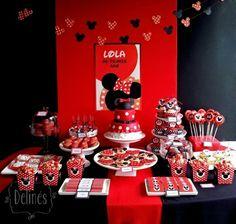 Mesa dulce para cumpleaños con la temática de Minnie https://delinesmesadulce.files.wordpress.com/2013/11/presentacion-de-mesa.jpg