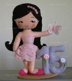 Topo de bolo personalizado para festas de 15 anos.  *numero 15 em feltro = acrescimo de 8,00 R$ 69,00