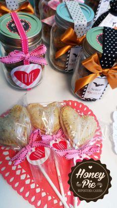 Frascos de galletas y pop-pies de San Valentín. FACEBOOK: Honey Pie Repostería