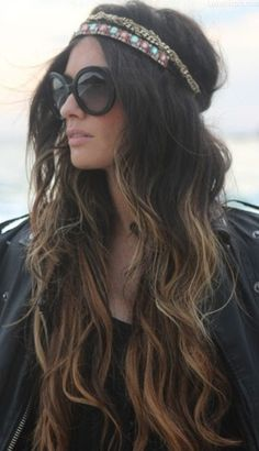 I need her hair! Boho/hippie chick with ombre wavy hair, headband/headpiece, and oversized black sunglasses. Very cochella. Onbre Hair, Hair Dos, Her Hair, Braid Hair, Blonde Hair, Messy Hair, Prom Hair, Hair Band, Lange Blonde