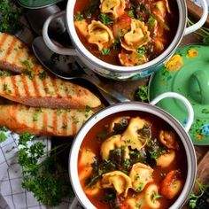 This soup is a complete meal! Tomato Tortellini Soup is a wholesome and nutritious meal made easy! Butter Pasta, Butter Chicken, Baked Chicken, Sticky Chicken, Baked Pork, Herb Butter, Lemon Butter, Vegetarian Pulled Pork, Vegetable Pasta Salads