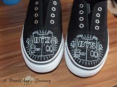 Hey everyone. Maybe you´ve already read my BTS tank top tutorial(You can find it here ). This time I´m back with a BTS shoe tutorial. I´m . Tank Top Tutorial, Diy Tutorial, Kpop Diy, Popular Shoes, Kpop Merch, Bts Fans, Kpop Outfits, Mode Hijab, Kpop Fashion
