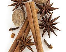 """""""Yrttimetsä"""" Tulen loimu Mikä ihana lämpö! Täyteläiset mausteet, palavan puun aromit ja häivähdys myskiä tarjoavat täydellisen nautinnon. Partylite"""