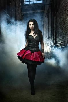 Amy Lee - American singer in Evanescence - born Riverside, California Amy Lee Evanescence, Wonder Woman Cosplay, Heavy Metal, Steampunk, Dark Beauty, Gothic Beauty, Gothic Art, Emy Lee, Natalie Imbruglia
