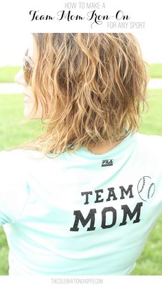 Cheer on your favorite player with this Team Mom graphic tee. For more fun Cricut crafts visit Kim Byers at The Celebration Shoppe! Snacks For Work, Healthy Work Snacks, Team Mom, A Team, House Party Outfit, Look Man, Sports Mom, Baseball Mom, T Shirt Diy