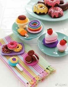 In the tradition of amigurumi, the Japanese art of miniature crochet creations, Ice Box Crochet presents a tiny vintage refrigerator and lots of faux food items and dishes to fill it! Great for using scrap yarn, these faux foods make fun toys as well as c Crochet Cake, Crochet Food, Cute Crochet, Crochet For Kids, Crochet Crafts, Crochet Projects, Easy Crochet, Diy Projects, Crochet Amigurumi Free Patterns