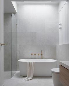 Classic Bathroom, Modern Bathroom Design, Bathroom Interior Design, Minimalist Bathroom Design, Minimalist Small Bathrooms, Best Bathroom Designs, Laundry In Bathroom, Master Bathroom, Light Bathroom