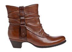 #CBD03AL #ALEXANDRA  Bottine en cuir camel à talons. Très belles finitions, avec détail boucle vieillie sur le bord extérieur. A porter tout aussi bien avec des jupes ou des jeans. Existe aussi en rouge ou noir. 150.00 $ Maintenant disponible à la boutique New Balance Montréal. Pour plus d'informations, appelez notre boutique au 514-844-2777, ou rendez-vous sur  www.newbalancemontreal.com et www.fitexpert.ca.