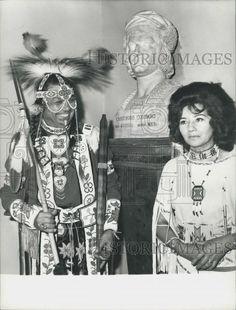 1973 Press Photo Chippewa Chief Lucky Eagle Adam Wordwall, Professor Min