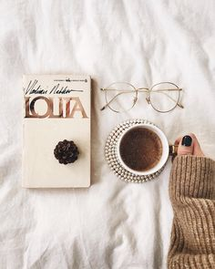 It's I started Lolita a while ago but it was abandoned for a long time. I want to read all the books that I haven't finished… Cozy Aesthetic, Autumn Aesthetic, Beige Aesthetic, Aesthetic Photo, Aesthetic Pictures, Flat Lay Photography, Coffee Photography, Book Instagram, Coffee And Books