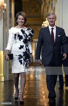 Queen Mathilde of Belgium (L) and King Philippe of Belgium arrive at the Royal Palace, in Brussels on October 8, 2015 for the award ceremony of the 'Prijs der Nederlandse Letteren', the Dutch literature prize. AFP PHOTO / BELGA PHOTO / ERIC LALMAND
