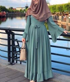 Hijab Dress Models For Young Women Casual Hijab Outfit, Hijab Style Dress, Abaya Fashion, Modest Fashion, Fashion Dresses, Moslem Fashion, Turban Hijab, Mode Abaya, Hijab Fashionista