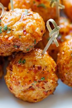 The best way to eat chicken meatballs. It's like eating firecracker chicken sauce on meatballs. Baked not fried so they're healthier and ideal for game day! Meat Appetizers, Appetizers For Party, Appetizer Recipes, Dinner Recipes, Party Dips, Christmas Appetizers, Party Recipes, Food For Parties, Tailgate Appetizers