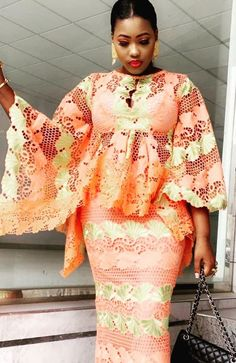 Roupa africana African Inspired Fashion, Latest African Fashion Dresses, African Print Dresses, African Dresses For Women, African Print Fashion, African Wedding Attire, African Attire, African Blouses, Lace Dress Styles