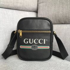 5a7a2e69b84 Gucci Leather Print Messenger Bag 523591 -Size  cm -Calf leather with Gucci  vintage logo -Brass hardware -Front zipper pock.