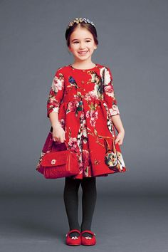 Owls, squirrels, birds and more, zoom in on Dolce & Gabbana's Italian reverie. The Dolce & Gabbana kids are ready to face the winter in great style! Fashion Kids, Little Girl Fashion, Little Girl Dresses, Autumn Fashion, Girls Dresses, Fashion 2015, Style Fashion, Cheap Dresses, Runway Fashion