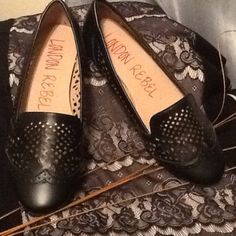 BLACK CASUAL FLATS-NEW **SALE NWOT  cut-out design London Rebel Shoes Flats & Loafers
