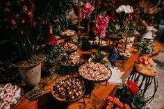 Casamento judaico romântico no campo em tarde indescritível no interior de São Paulo – Camila Camila, Table Settings, Wedding, Sweets, Interiors, Valentines Day Weddings, Place Settings, Weddings, Marriage