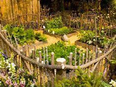veg garden natural fence I love this fence(Chicken Backyard Ideas) Backyard Fences, Garden Fencing, Garden Landscaping, Bamboo Fencing, Backyard Ideas, Garden Art, Vegetable Garden, Garden Design, Garden Walls