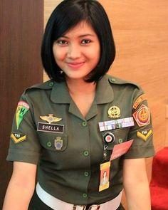 Beautiful Soldier Makes You Fall in Love Cute Asian Girls, Girls In Love, Beautiful Asian Girls, Cute Girls, Beautiful Women, Great Women, Amazing Women, Female Police Officers, Myanmar Women