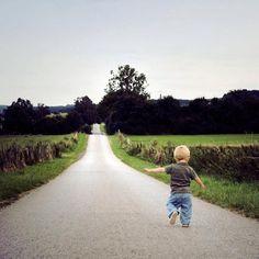 Resultados da Pesquisa de imagens do Google para http://2.bp.blogspot.com/-bfH1rbEHCTE/T3pq1K4vNlI/AAAAAAAAAis/AENUm3QAJhI/s1600/kid+in+the+way.jpg