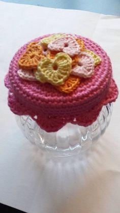 Crochet Cup Cozy, Crochet Diy, Thread Crochet, Crochet Gifts, Yarn Projects, Crochet Projects, Crochet Jar Covers, Crochet Mignon, Little Presents
