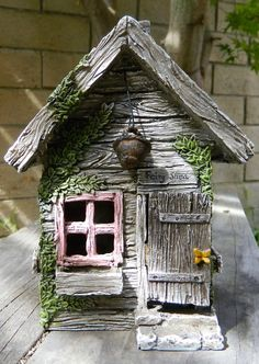*Fairy Shed* This sweet little Fairy Shed is so cute with its painted pink…