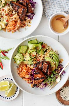 These vegan rice bowls are SO delicious and fun to eat! Piled with savory grilled tempeh, fresh veggies, avocado, kimchi, and peanut sauce, they're healthy, satisfying, and filled with flavor. Rice Recipes, Vegetarian Recipes, Healthy Recipes, Avocado Recipes, Healthy Foods, Cooking Recipes, Vegetarian Dinners, Protein Recipes, Vegetarian Cooking
