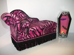 Monster High Doll Bed Draculaura CHAISE LOUNGE+ COFFIN SHAPED FLOOR LAMP*WORKS* | eBay