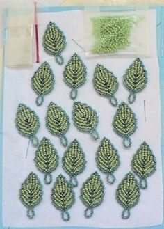 Beaded leaf schema - directions in French. #Seed #Bead #Tutorial