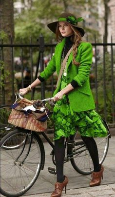 Going Green for the Good of the Planet Kelly Green, Go Green, Green Colors, Image Coach, Green Tights, Green Fashion, Mode Inspiration, Boho Outfits, Shades Of Green