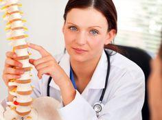 Chiropraxe bolí. Ale také pomáhá. Tlaky a tahy na klouby a páteř mohou být nepříjemné, ale dokážou odstranit problémy a bolest nejen na postiženém místě, ale i na vzdálených částech těla. Sledujte, co prozradí bolest páteře a co ovlivňují jednotlivé obratle! Health Fitness, Sport, Healthy Lifestyle, Muscle Building, Anatomy, Psychology, Deporte, Sports, Fitness